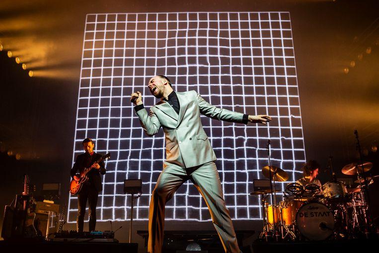 Frontman Torre Florim van de Nijmeegse rocband De Staat tijdens het uitverkochte concert in AFAS Live in maart 2019. Beeld Hollandse Hoogte / Marcel Krijgsman