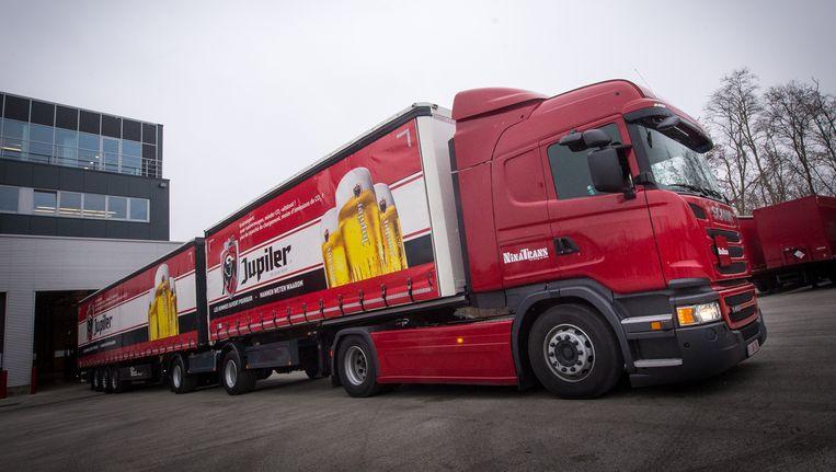 De eerste 'ecocombi' of 'supertruck' op de Vlaamse wegen. Beeld belga
