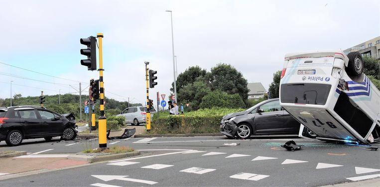 De twee andere voertuigen liepen eveneens ernstige schade op.