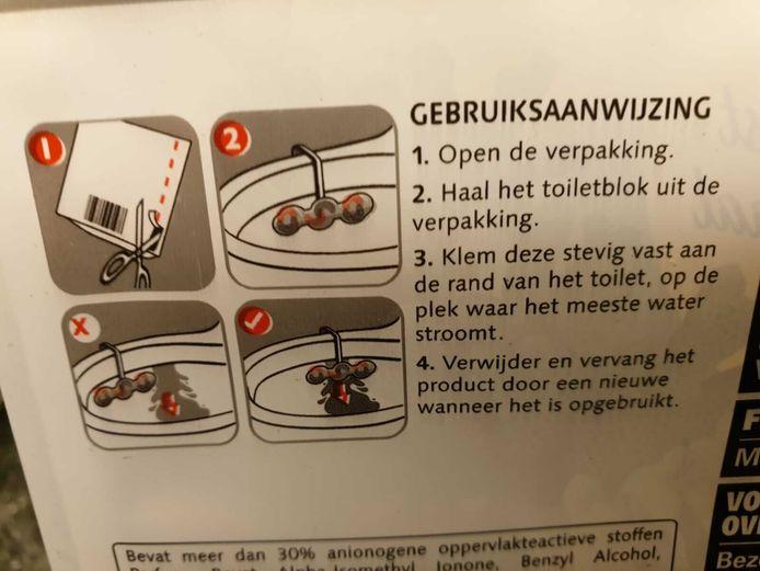 Volgens deze fabrikant moet het wc-blokje toch echt over de rand.