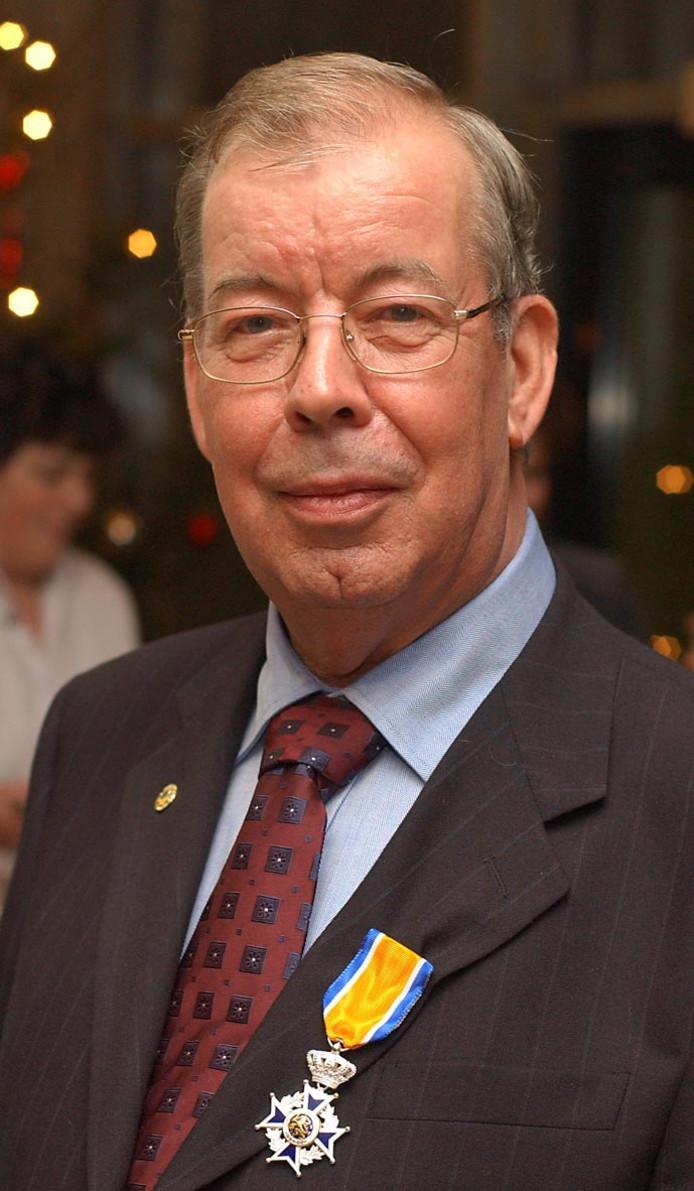 Willy Kayser nadat hij in 2002 een Koninklijke onderscheiding kreeg.