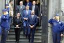 Premier Charles Michel (met baard), minister van Binnenlandse Zaken Jan Jambon (m), Justitieminister Koen Geens links van hem en daarachter de Waalse premier Willy Borsus verlaten de kerk in Theux na de uitvaartplechtigheid.