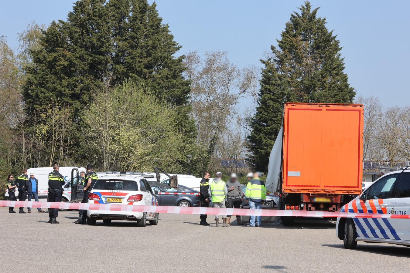 Ongeluk in Nuland, vrachtwagenchauffeur zwaar gewond