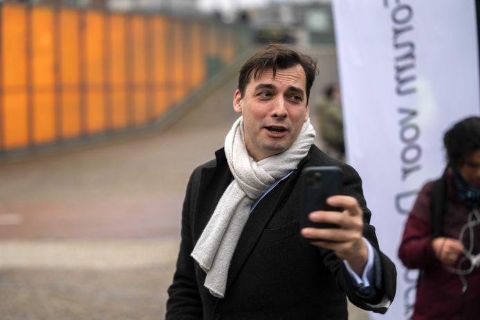 Lijsttrekker Thierry Baudet van Forum voor Democratie (FvD) op campagne.