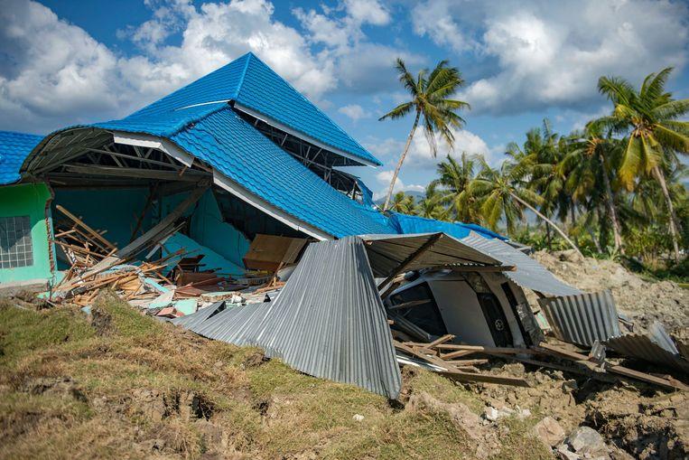Ook deze kostschool in Petobo viel als een kaartenhuis in elkaar.  Beeld AFP