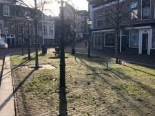 Café de Waker breekt terras in centrum van Maassluis uit voorzorg af; camera houdt toezicht