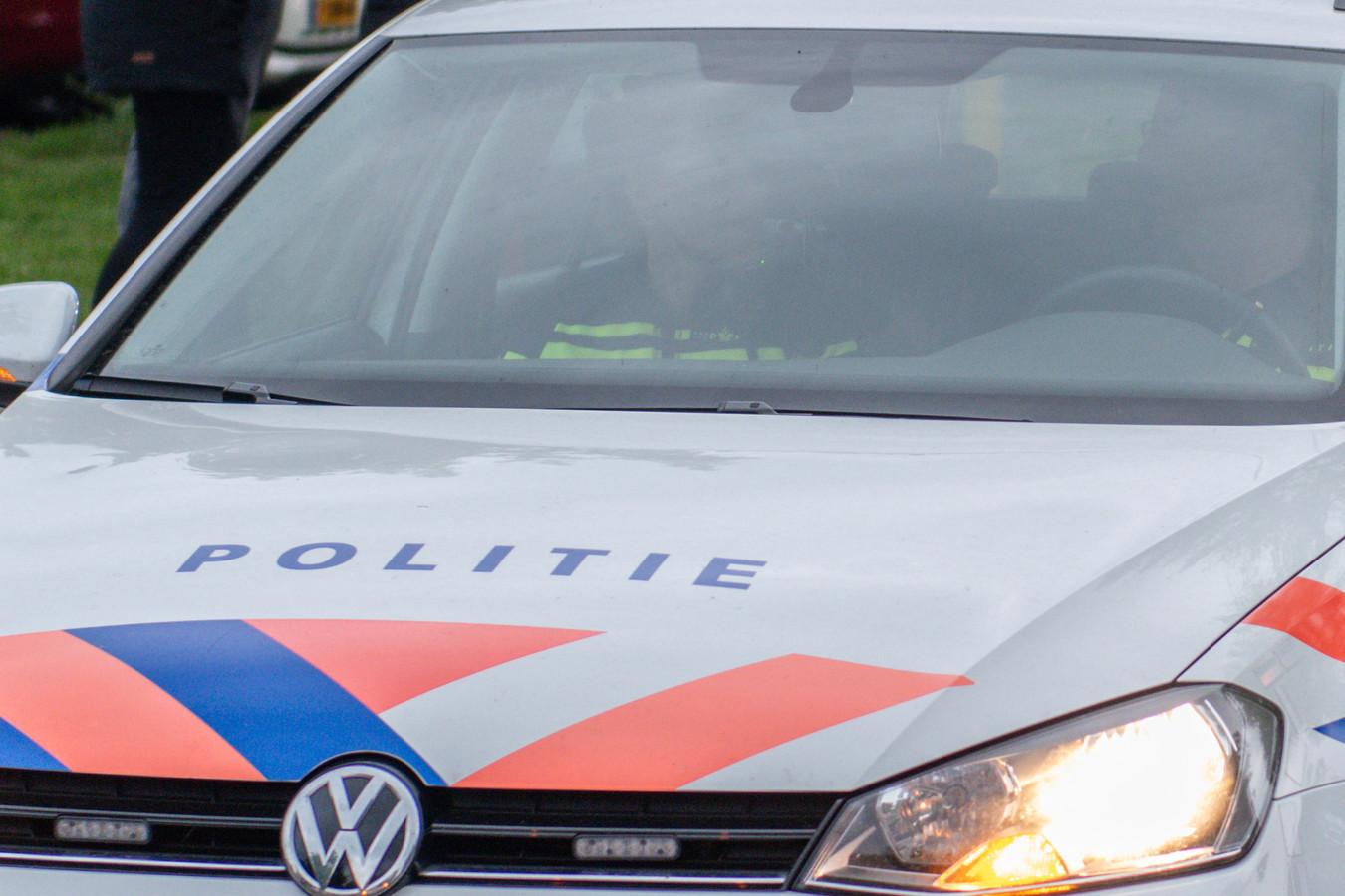 De politie zoekt een man die infietste op een groep kinderen.