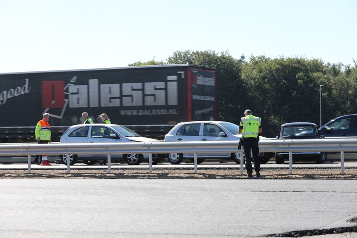 Bij een ongeluk op de A1 bij Deventer klapten drie auto's op elkaar.