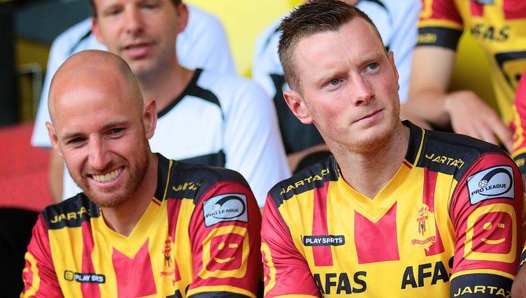 Naast Tim Matthys voor de officiële ploegfoto. Beeld photo_news