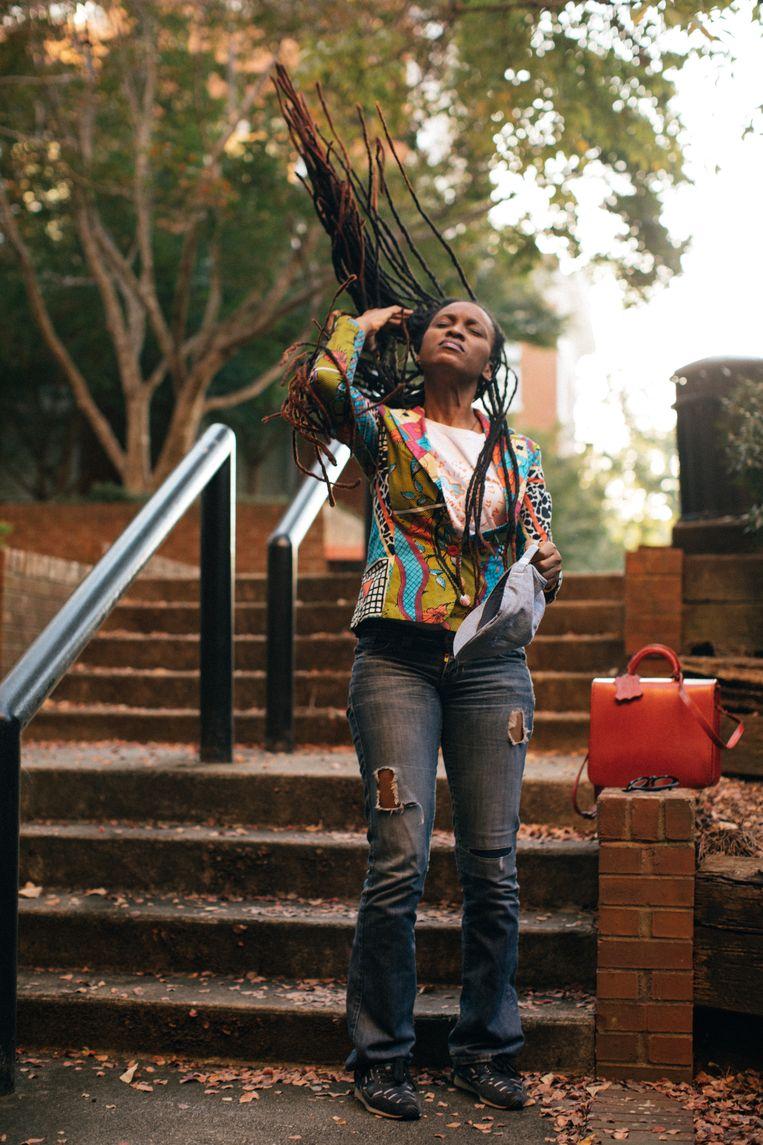 Chika Unigwe: 'In mijn boek komt een meisje voor dat juf wil worden, maar tegen haar ouders zegt dat ze eerst blank moet worden om dat te kunnen. Echt gebeurd!' Beeld Diwang Valdez