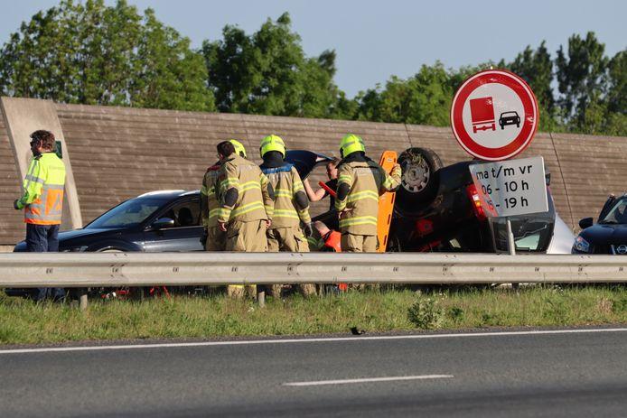 Er zijn meerdere voertuigen betrokken bij het ongeluk op de A30 ter hoogte van Ede.