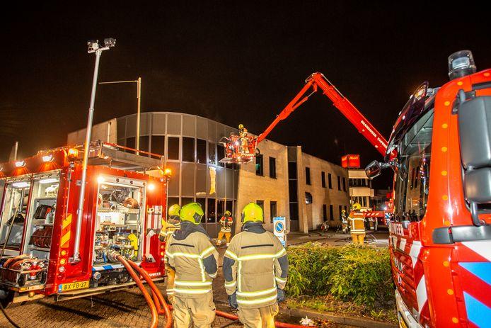 De man wordt verdacht van brandstichting bij een bedrijfspand in Alblasserdam.