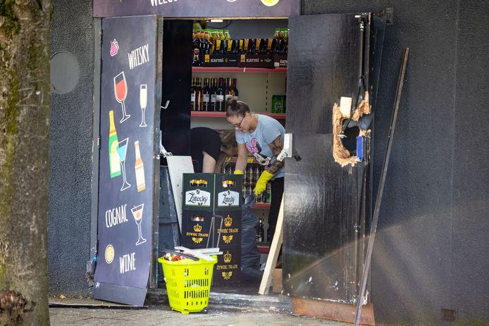 Bij de Poolse supermarkt Kubus XL aan de Snijdershof in Lelystad vond vorige maand een explosie plaats. Er werd een gat in de deur geblazen.