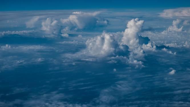 Wisselend bewolkt met buien, morgen kans op onweer