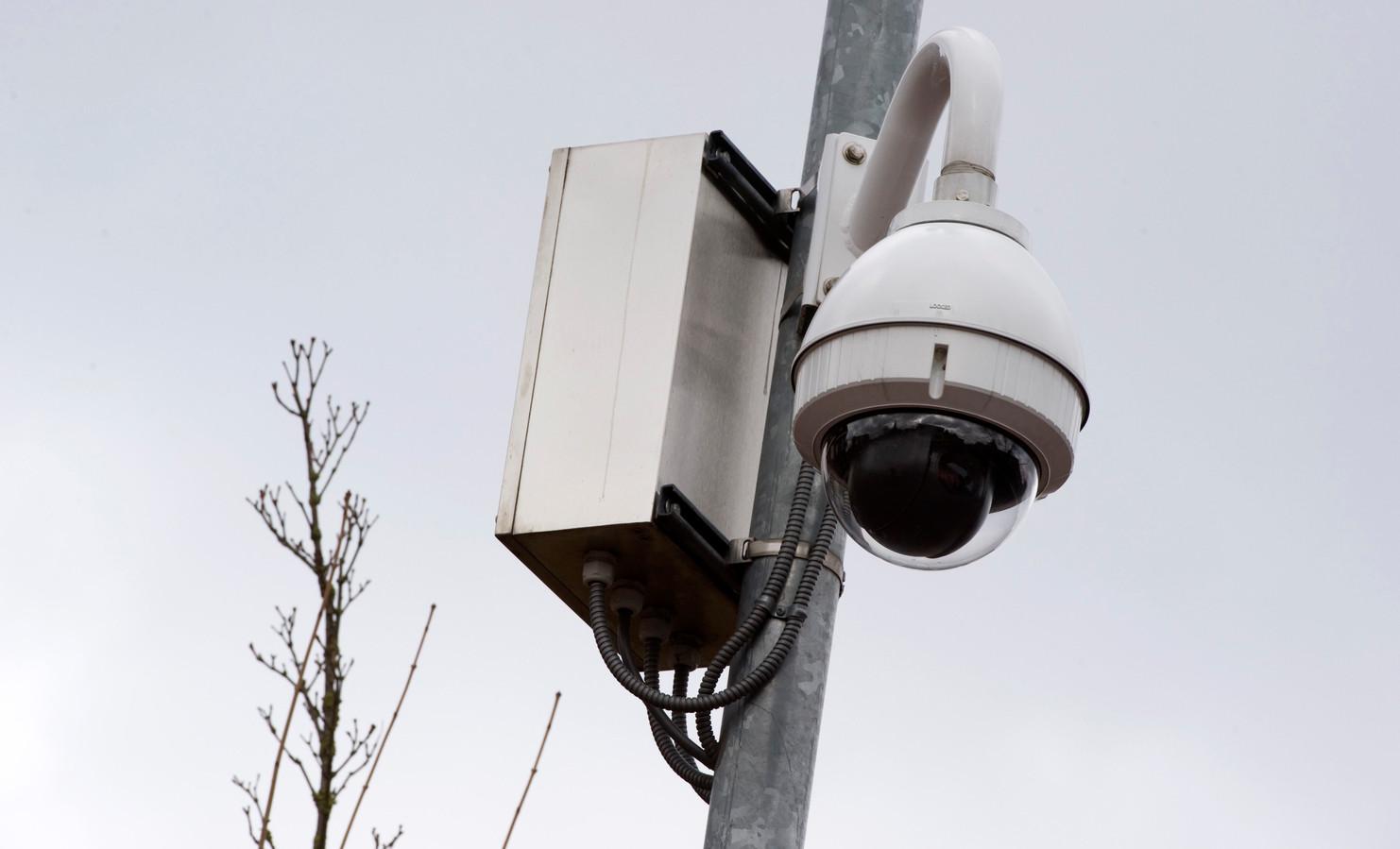 Een beveiligingscamera, zoals die eventueel bij de veelbesproken fietstunnels in Enschede Zuid en West kunnen worden ingezet.
