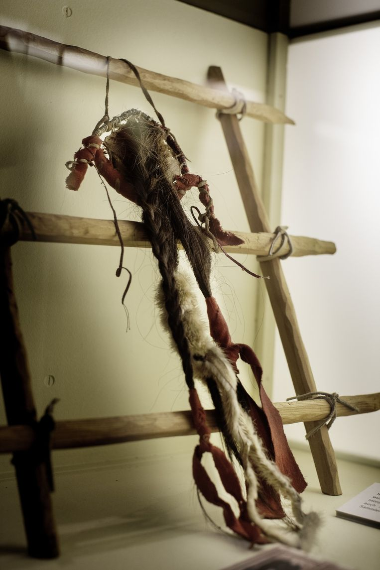 Een namaak-scalpel in het Karl May-museum. Beeld Daniel Rosenthal