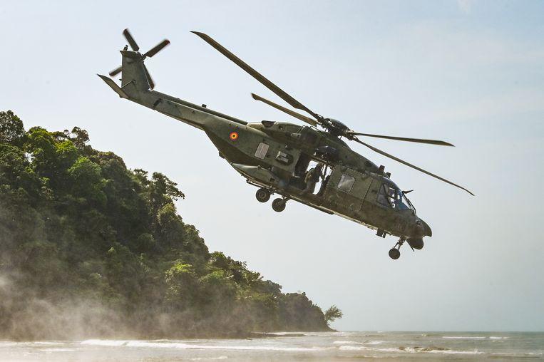 Een NH90 TTH van het Belgische leger tijdens de oefening 'Tropical Storm' in december 2019 in Gabon. Beeld Joel Hoylaerts / Photo News