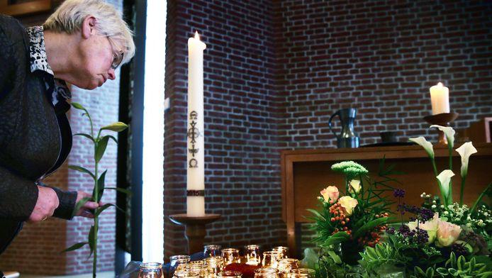 Tijdens een dienst in de Immanuelzaal van De Blije Mare in Alkmaar wordt stilgestaan bij de doodgevonden baby Angel.