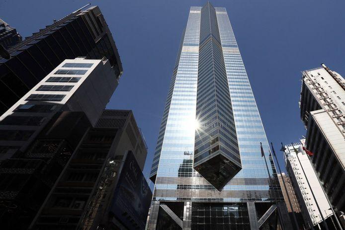De parkeerplaats is te vinden in dit gebouw, The Center in het centrum van Hongkong.