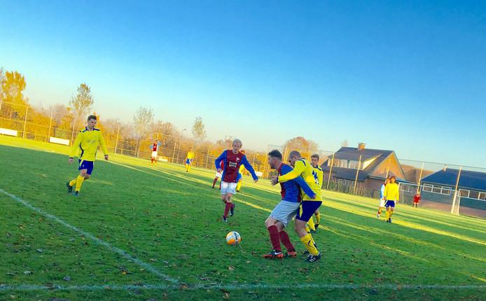 EMM Randwijk, hier thuis tegen Wodanseck, verloor zaterdag ook de achtste wedstrijd van het seizoen.