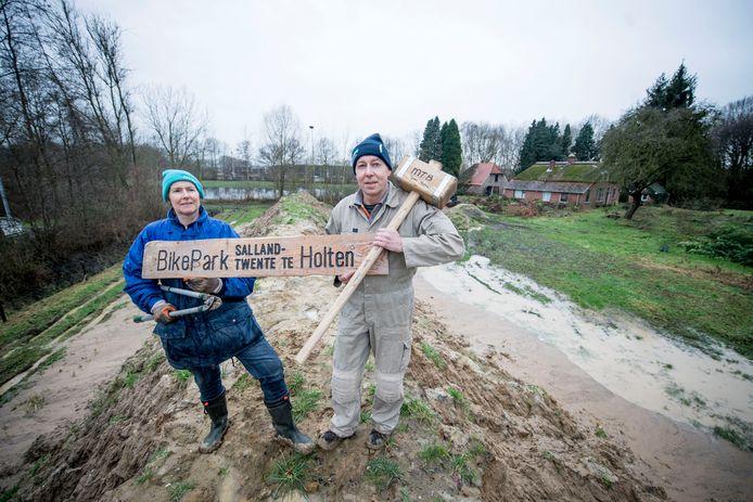 Henk en Jannie Vasters kunnen eindelijk met de aanleg van een Bikepark achter de ijsbaan de Noordpool beginnen.