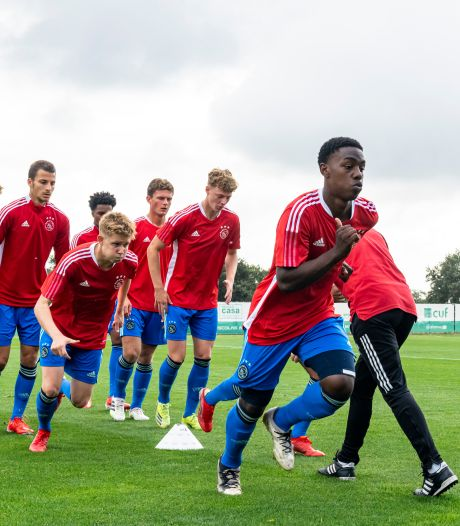 Ajax-talenten hard onderuit tegen Borussia Dortmund in UEFA Youth League