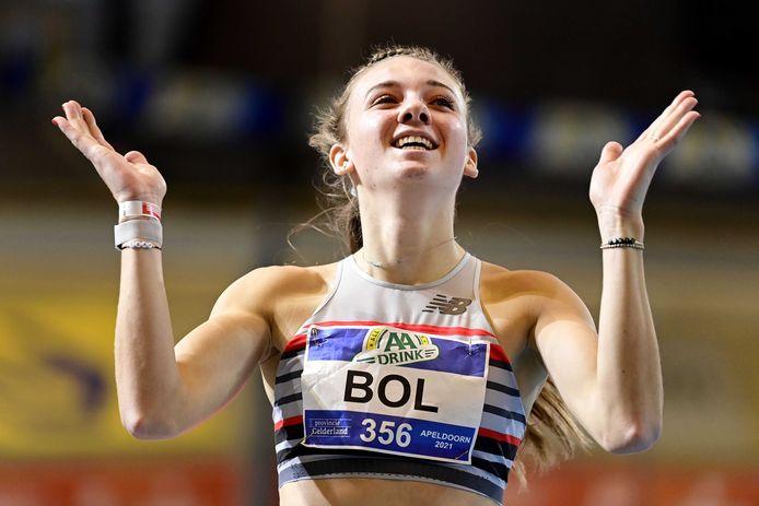 Femke Bol klopt Lieke Klaver en verbetert wéér Nederlands record op de 400 meter.