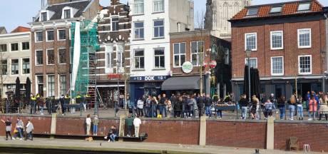 Kat-en-muis-spel tussen politie en groep van ruim 200 mensen in Breda, horeca sluit loketten