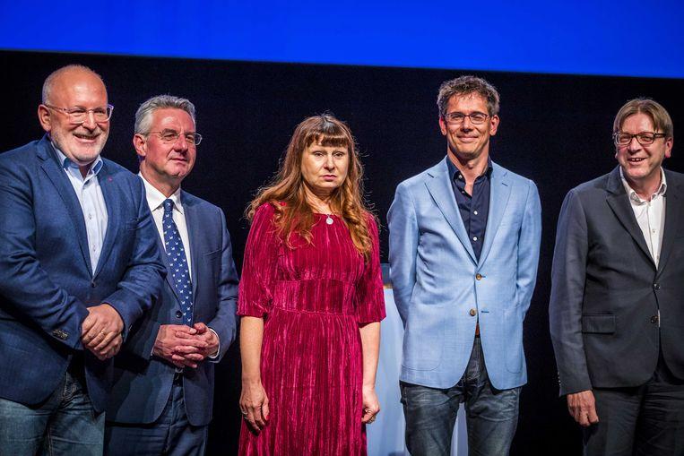 De deelnemers aan het debat in Maastricht, vlnr Timmermans, Zahradil, Tomic, Eickhout en Verhofstadt. Beeld EPA