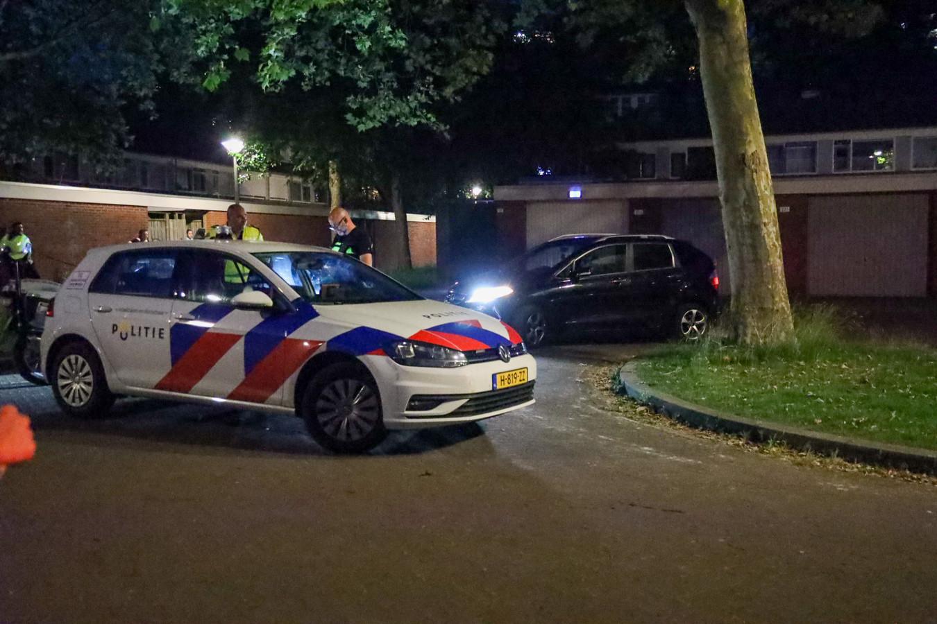 De politie heeft maandagavond voor de tweede keer in actie moeten komen vanwege een incident waarbij een vuurwapen in het spel was. Na een eerdere 'ruzie met vuurwapen' in het Sonsbeekpark, ging het nu om een schot in de lucht vanuit een rijdende auto in Arnhem-Zuid.