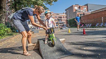 Kinderen testen fietsvaardigheden als  opwarmertje voor Natourcriterium