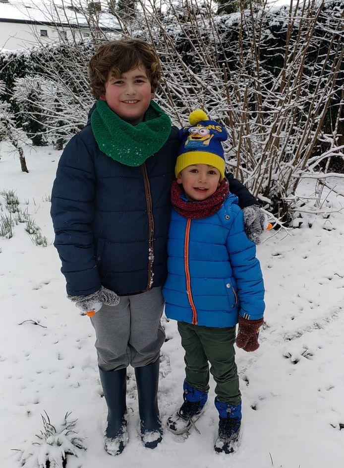 Nyo met zijn broertje Mano