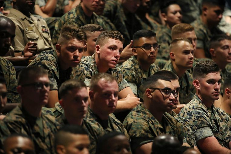 Soldaten tijdens de toespraak Beeld epa