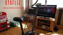 """Vergeet """"Netflix en chill"""", deze fiets verplicht je tot sporten tijdens het kijken"""