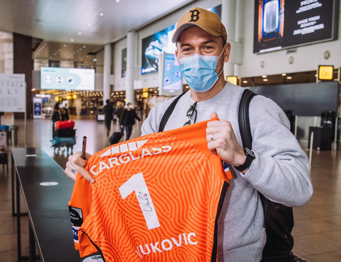 Danny Vukovic bij zijn vertrek naar Australië.