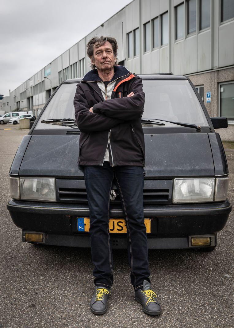 Peter Vermeulen heeft een oude Renault Espace. Beeld Dingena Mol