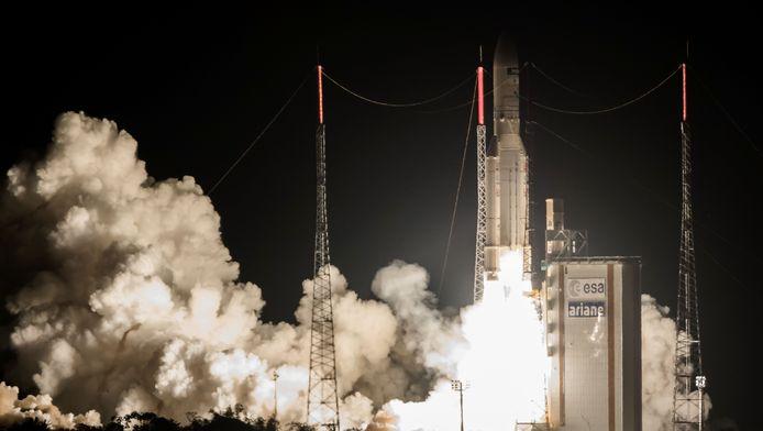 Een foto van de lancering van een Ariane-5 draagraket begin juni.