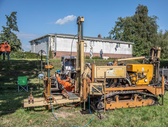 Het project Stadsdijken Zwolle is inmiddels in volle gang. Vandaag werden de eerste grondonderzoeken uitgevoerd in Holtenbroek.