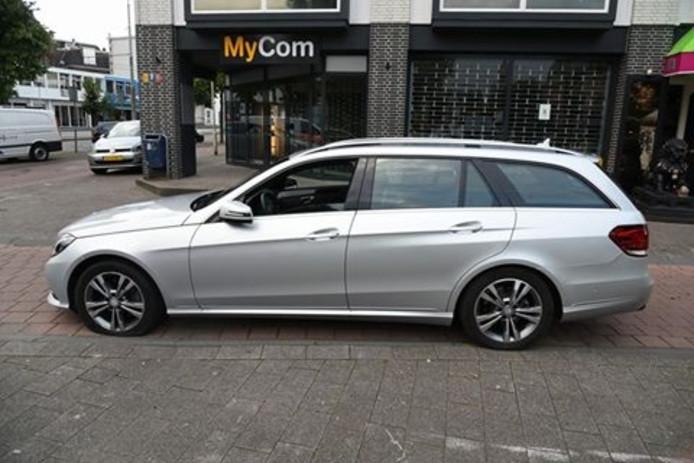 Op de Steenstraat kwam de auto van man tot stilstand door een lekke band.