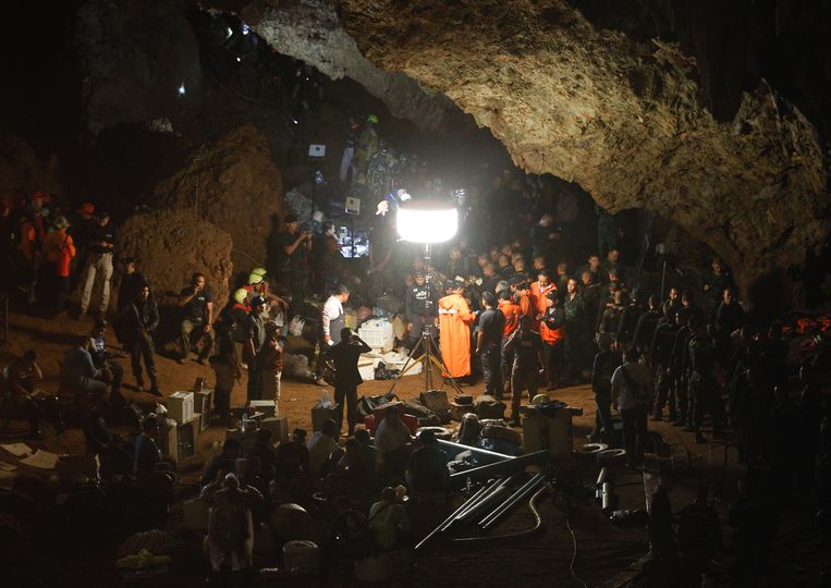 Reddingswerkers in de Tham Luang-grot.