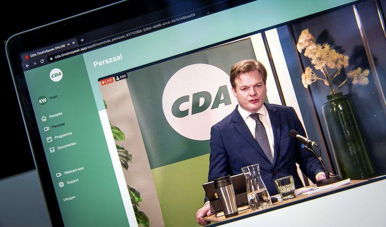 Tweede Kamerlid Pieter Omtzigt zaterdag tijdens het CDA-verkiezingscongres, gezien op een scherm.  Beeld ANP - Koen van Weel