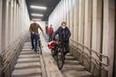 Onder de Teniersplaats is de nieuwe betalende fietsenstalling geopend. Er is plaats voor 297 fietsen, waarvan 69 voor buurtbewoners. De eerste 24 uur zijn gratis, nadien betaal je één euro per dag.