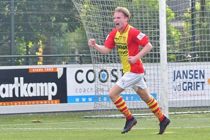 Laurence van den Enk was met twee doelpunten tegen SDV Barneveld weer belangrijk voor CSV Apeldoorn.
