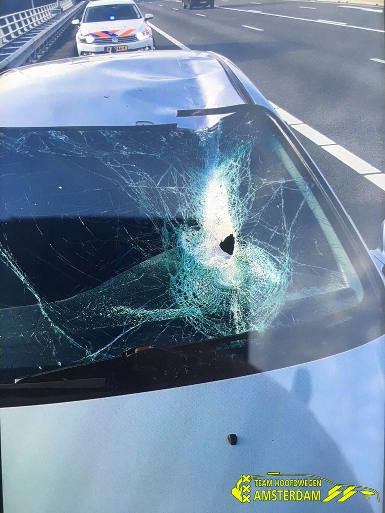 De beschadigde auto. Beeld Politie