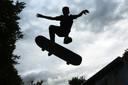 Met een skate-feest nemen jongeren in Rijen afscheid van hun verouderde 'metalen parkje' bij de voormalige basisschool De Kring.