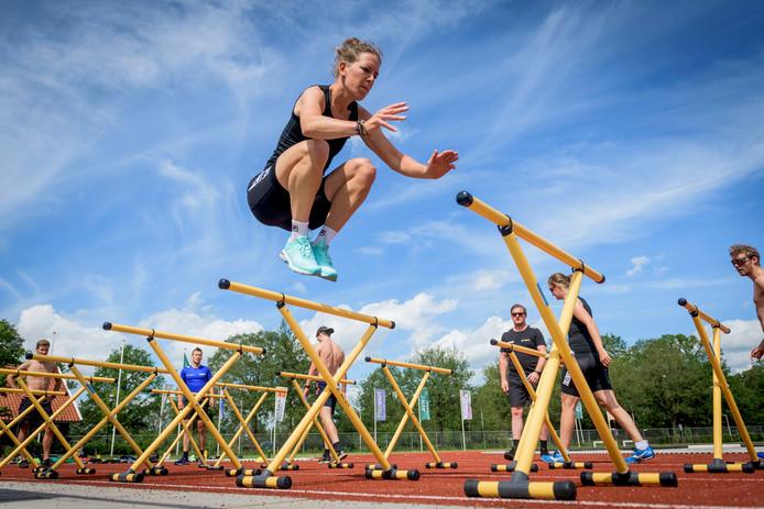HAAKSBERGEN - Schaatsteam van TalentNED met oa Ireen Wust en Esmee Visser traint op atletiekbaan van AVH haaksbergen.