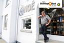 Michel Meurice voor de winkel van Koffie Noé in de Bormansstraat.