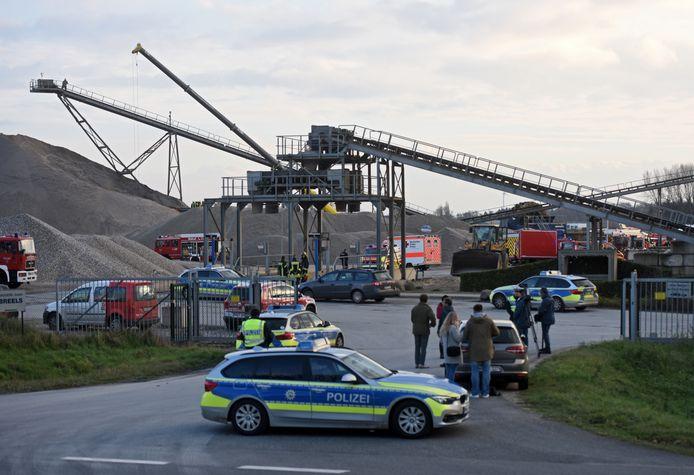Hulpdiensten bij de afgraving in Isselburg.