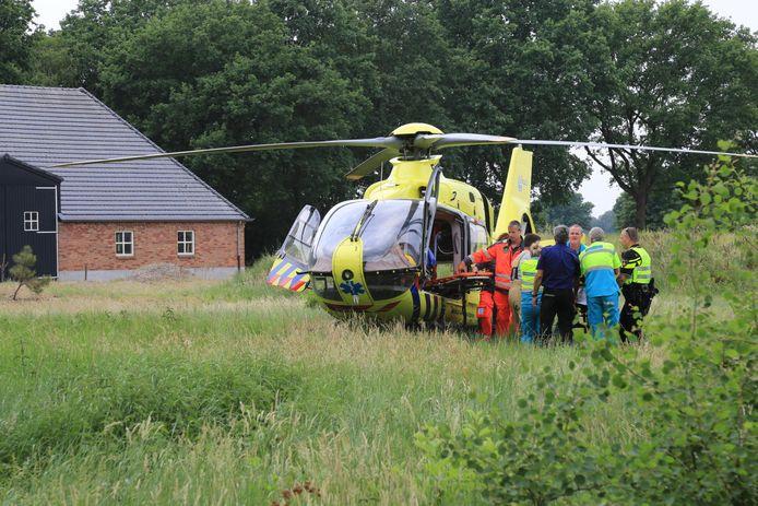 Een traumahelikopter ter plaatse voor een persoon te water in Milheeze.