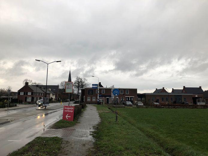 De grond van uitbreidingsplan Zijtaart-Zuid, rechts van de Pastoor Clercxstraat, ligt klaar om bebouwd te worden.